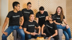 Singaporean entrepreneurs tackle last-mile delivery with neighborhood spirit